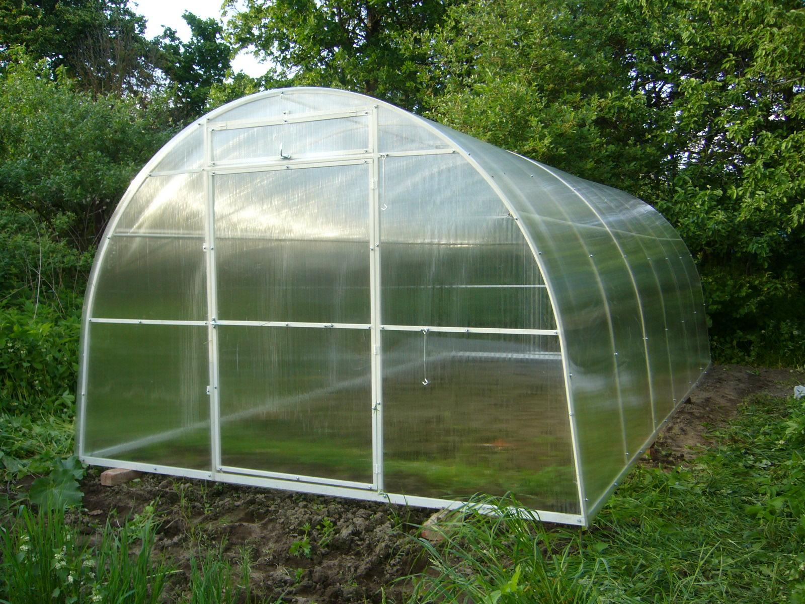 Теплица «Уралочка» с покрытием из сотового поликарбоната размеры: длина 4м. ширина 2м. высота 2м.